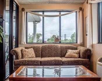 Hotel - Econo Lodge Dewitt I-90