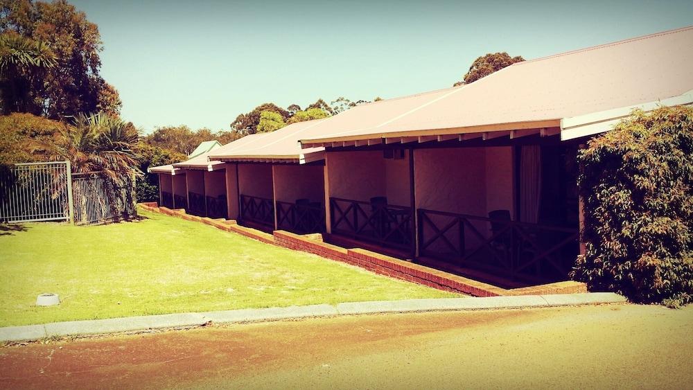 카리 포레스트 모텔(Karri Forest Motel) Hotel Image 31 - Garden