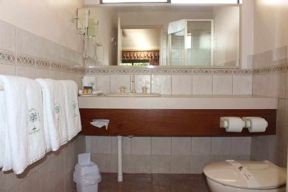 카리 포레스트 모텔(Karri Forest Motel) Hotel Image 32 - Bathroom
