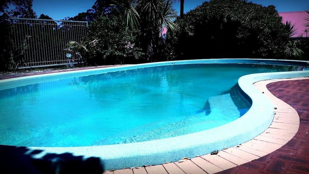 카리 포레스트 모텔(Karri Forest Motel) Hotel Image 1 - Pool