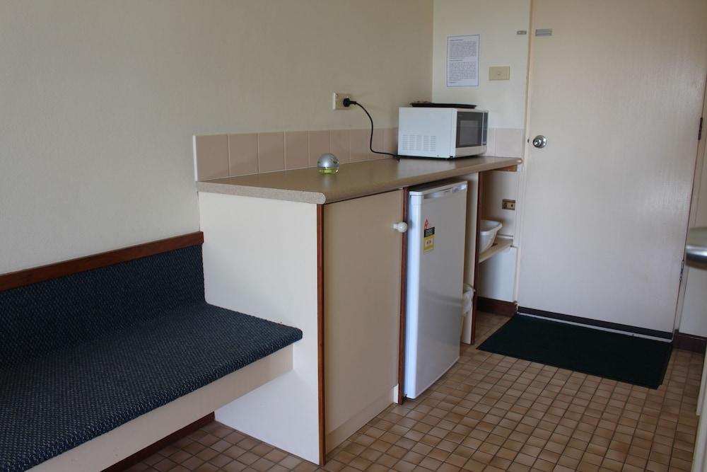 카리 포레스트 모텔(Karri Forest Motel) Hotel Image 10 - In-Room Kitchenette