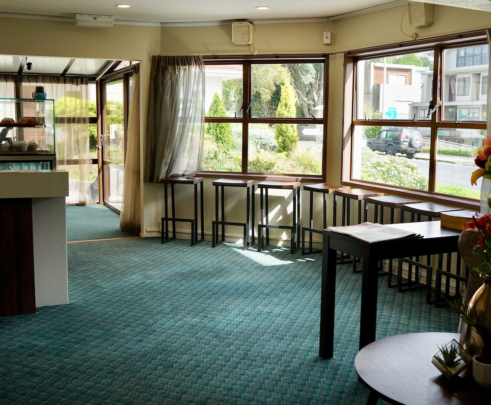 Alpers Lodge & Conference Centre