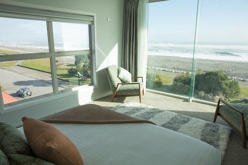 Beachfront Hotel, Westland