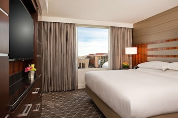 Executive Suite, 1 King Bed, Executive Lounge Access
