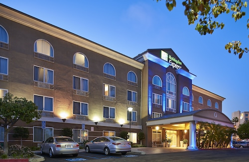 . Holiday Inn Express Hotel & Suites San Diego-Sorrento Valley