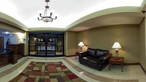 . Holiday Inn Express Hotel & Suites Reidsville