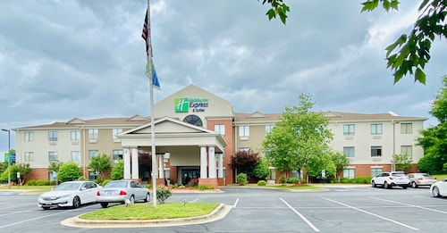 . Holiday Inn Express Hotel & Suites Reidsville