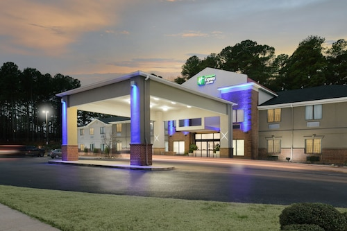 . Holiday Inn Express Hotel & Suites Camden