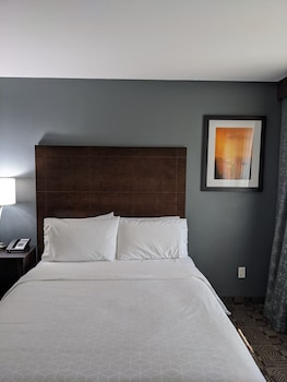 Standard Room, 1 Queen Bed, Accessible (Mobility Accessible Tub)