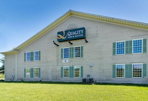 . Quality Inn & Suites Schoharie near Howe Caverns
