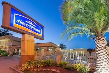 Hotel - Howard Johnson by Wyndham Historic Lake Charles