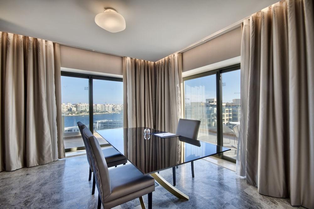 https://i.travelapi.com/hotels/1000000/530000/520500/520403/0c553eb7_z.jpg