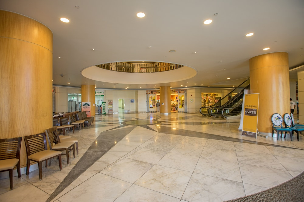 로얄 오키드 괌 호텔(Royal Orchid Guam Hotel) Hotel Image 30 - Interior Entrance