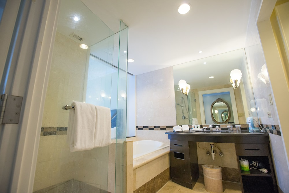 로얄 오키드 괌 호텔(Royal Orchid Guam Hotel) Hotel Image 31 - Bathroom