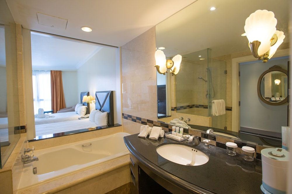 로얄 오키드 괌 호텔(Royal Orchid Guam Hotel) Hotel Image 32 - Bathroom