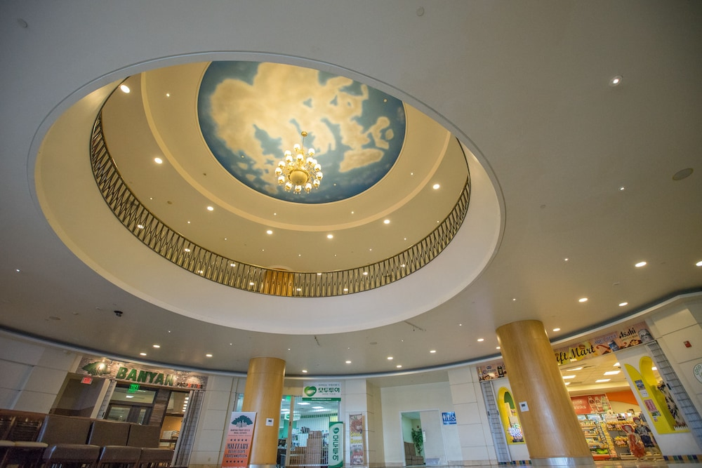 로얄 오키드 괌 호텔(Royal Orchid Guam Hotel) Hotel Image 2 - Interior Entrance