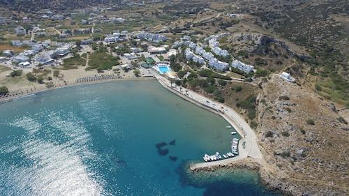 . Dolphin Bay Hotel