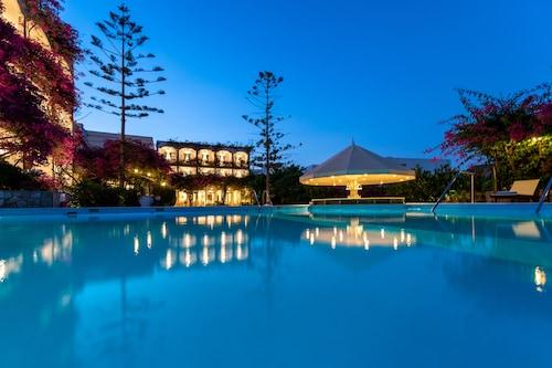 __{offers.Best_flights}__ Skala Hotel