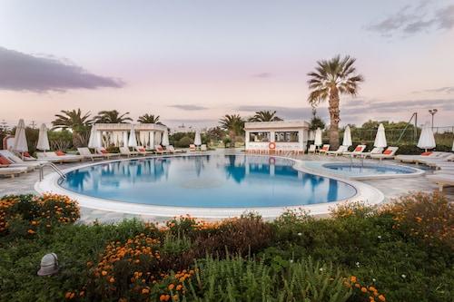. Porto Naxos Hotel