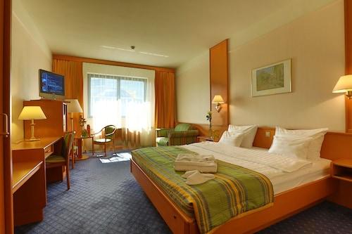 . Atrium Palace Hotel