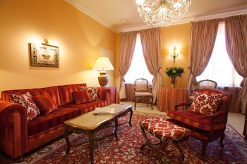 Suite, 1 King Bed (incl SPA access from 6:00 till 10:00)
