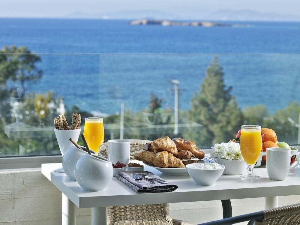 https://i.travelapi.com/hotels/1000000/530000/521000/520912/03b19c5a_z.jpg