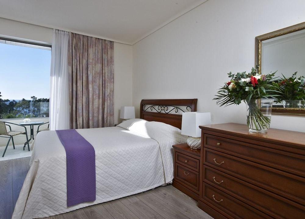 https://i.travelapi.com/hotels/1000000/530000/521000/520912/5194c1fc_z.jpg