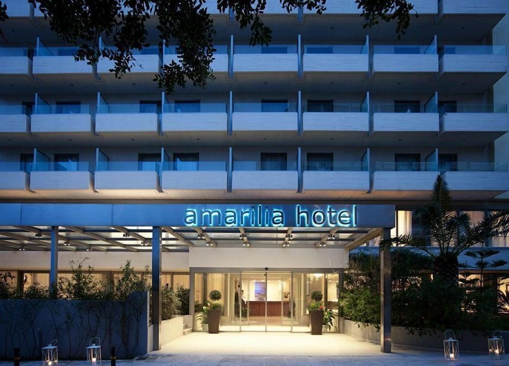 https://i.travelapi.com/hotels/1000000/530000/521000/520912/55444fb2_z.jpg