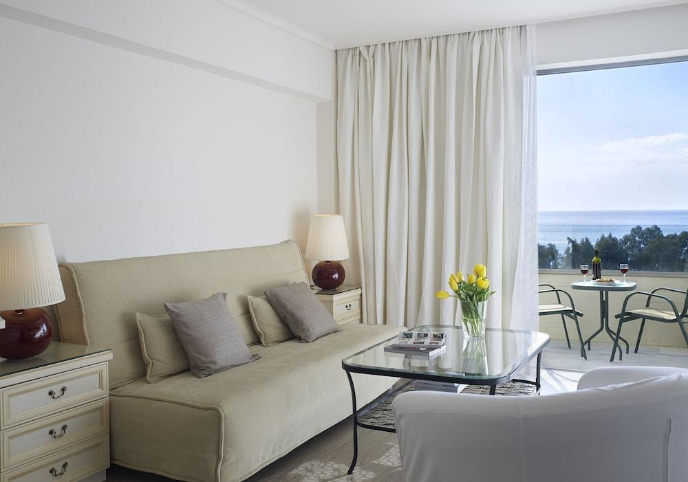 https://i.travelapi.com/hotels/1000000/530000/521000/520912/c7741755_z.jpg