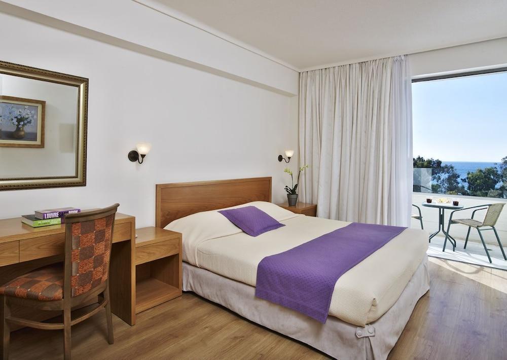https://i.travelapi.com/hotels/1000000/530000/521000/520912/c9ed53a7_z.jpg