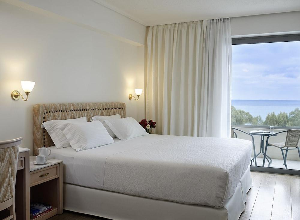 https://i.travelapi.com/hotels/1000000/530000/521000/520912/fac1b299_z.jpg