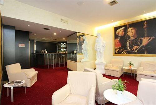 Hotel Club, Milano