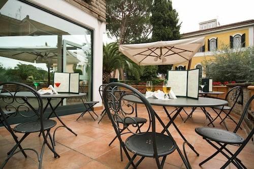 . Appia Park Hotel