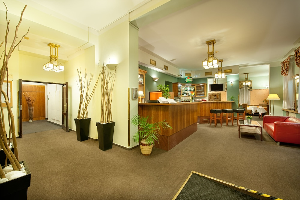Hotel Aron, Hall