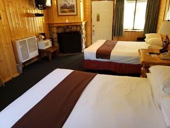 Standard Room, 2 Queen Beds, Fireplace