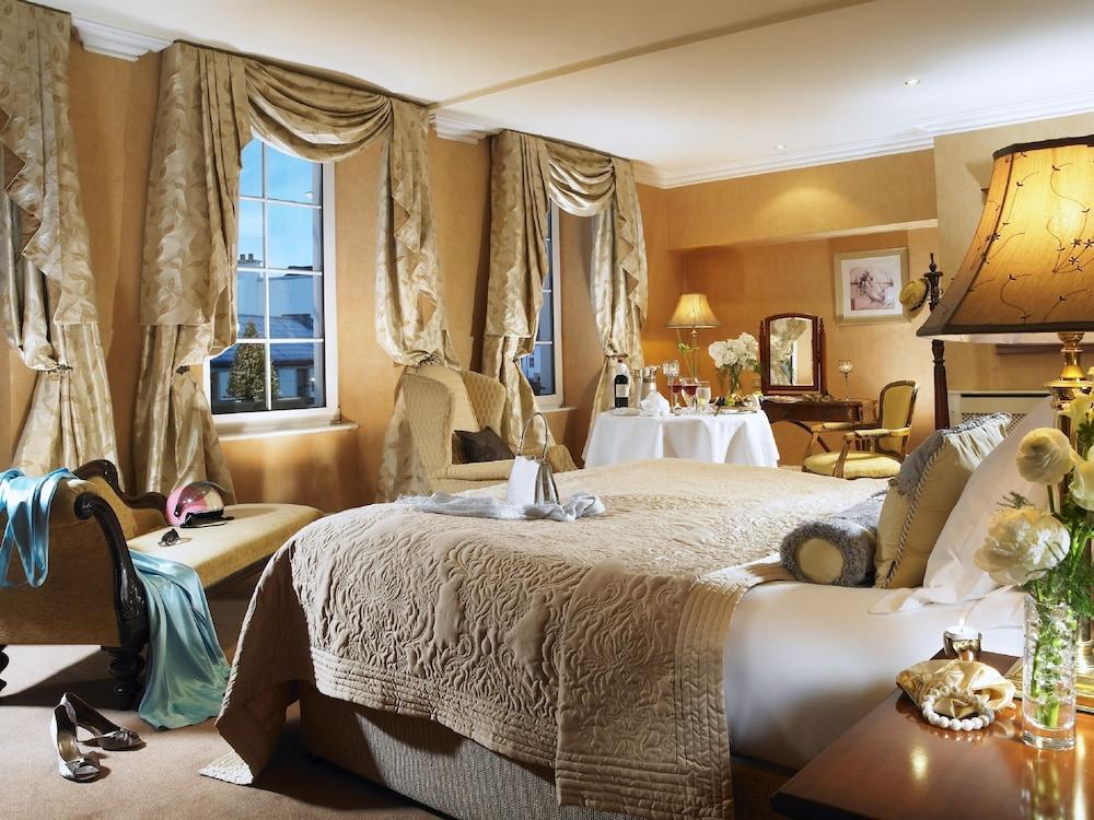 https://i.travelapi.com/hotels/1000000/530000/522600/522528/4bcc4d74_z.jpg