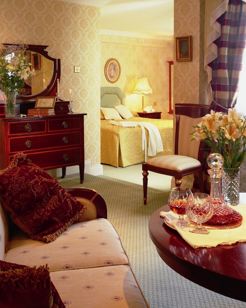 https://i.travelapi.com/hotels/1000000/530000/522600/522528/9789455e_z.jpg