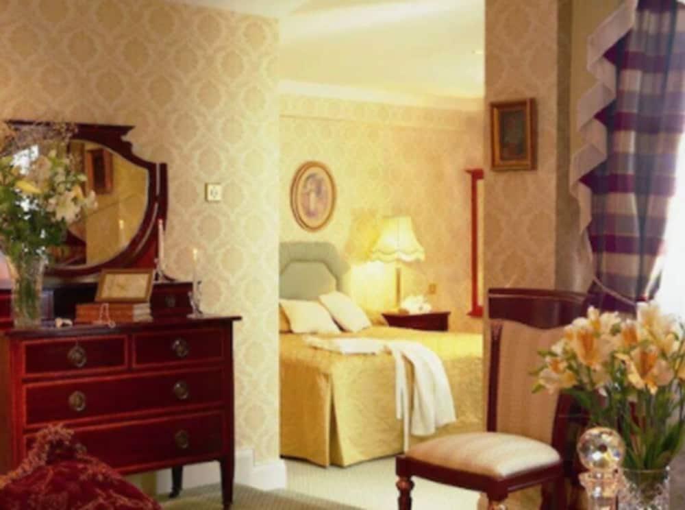 https://i.travelapi.com/hotels/1000000/530000/522600/522528/a222f1a8_z.jpg