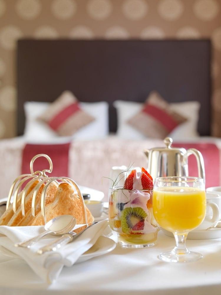 https://i.travelapi.com/hotels/1000000/530000/522600/522528/beeff705_z.jpg