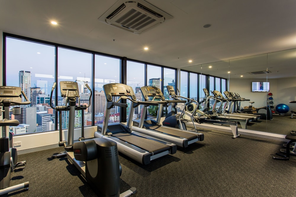 Health and Fitness : Fitness Facility 26 of 71