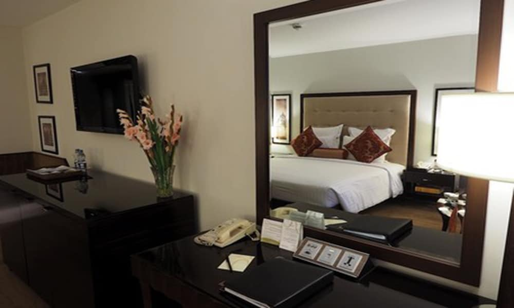 Suite : Deluxe Suite, 1 King Bed, Business Lounge Access 9 of 76