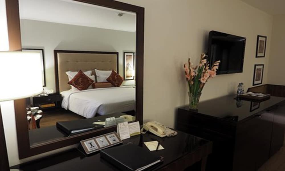 Suite : Deluxe Suite, 1 King Bed, Business Lounge Access 11 of 76