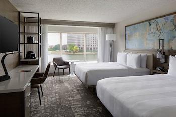 Guestroom at Marriott Dallas Las Colinas in Irving