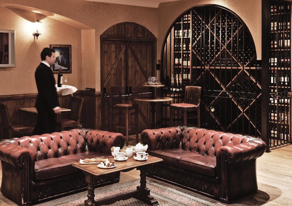 콥톤 호텔 에핑햄 개트윅(Copthorne Hotel Effingham Gatwick) Hotel Image 2 - Lobby Sitting Area