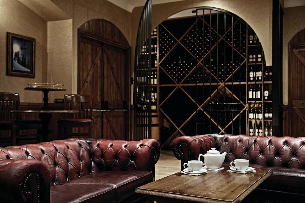 콥톤 호텔 에핑햄 개트윅(Copthorne Hotel Effingham Gatwick) Hotel Image 15 - Hotel Lounge