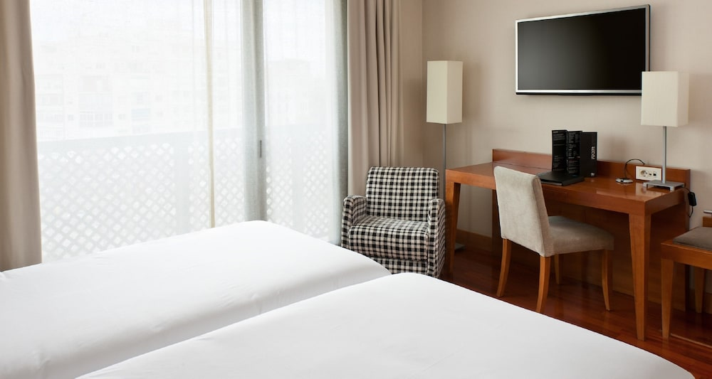 https://i.travelapi.com/hotels/1000000/530000/523400/523310/4b0f2c3b_z.jpg