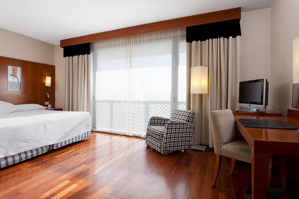 https://i.travelapi.com/hotels/1000000/530000/523400/523310/90815eae_z.jpg