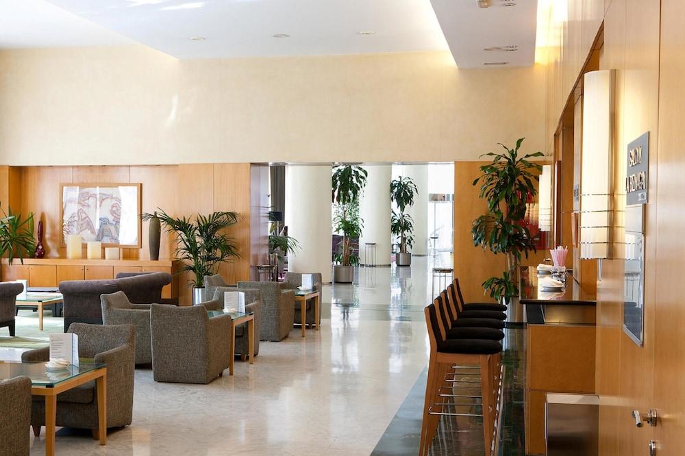 https://i.travelapi.com/hotels/1000000/530000/523400/523310/c1884839_z.jpg