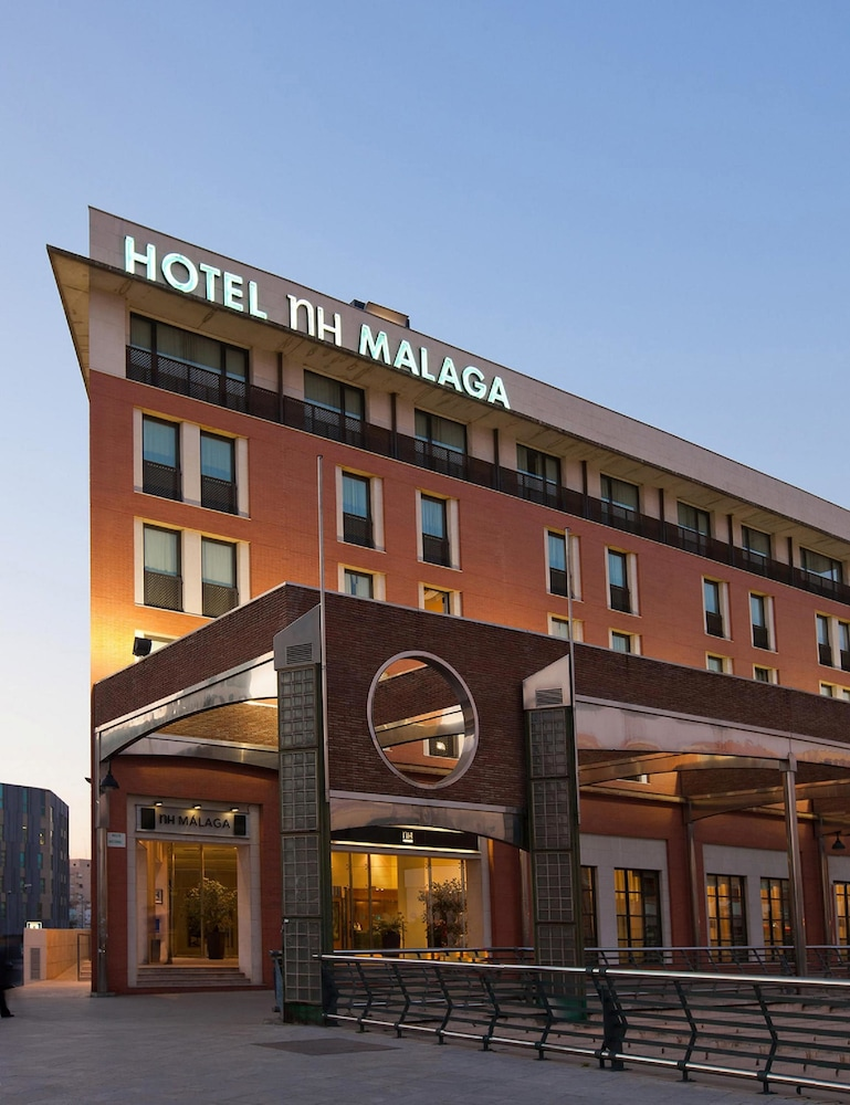 https://i.travelapi.com/hotels/1000000/530000/523400/523310/dfab5393_z.jpg