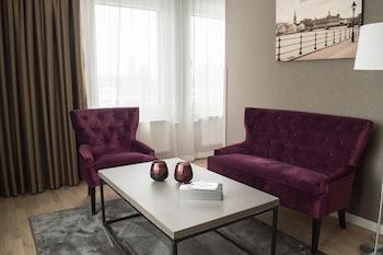 Best Western Plus Park Airport Hotel - Living Room  - #0
